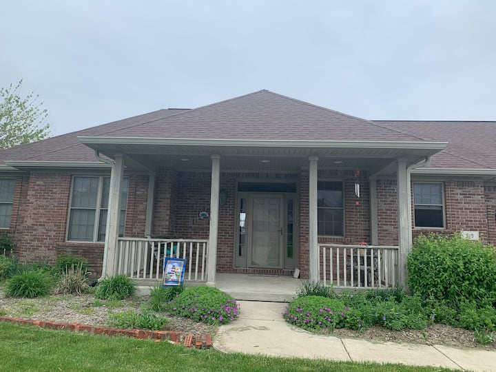Cozy family home near restaurants and DePauw