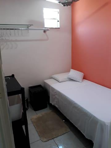 Quarto 5 Individual Hóstel 243 Centro Niterói RJ