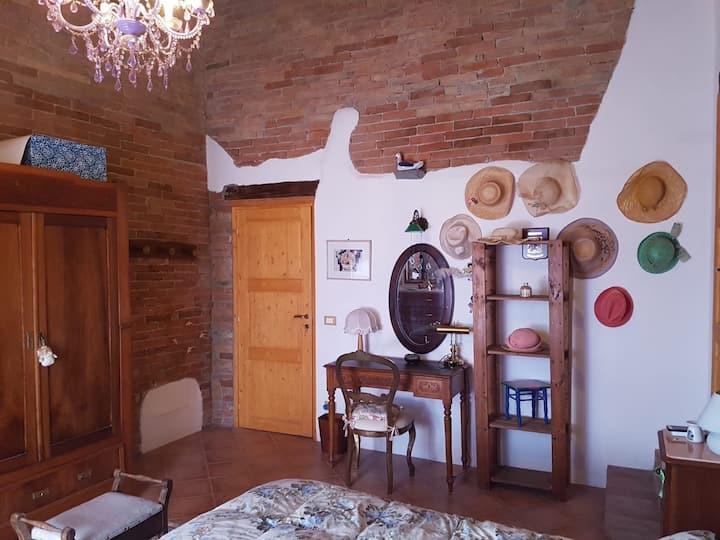 Stanza privata in antico casolare toscano (lilla)