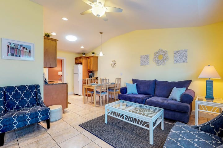 Duplex villa w/ shared heated pool & patio - one block to the beach!