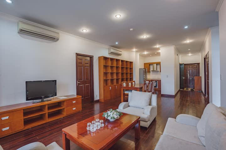 OUTDOOR POOL/3 BEDROOMS APARTMENT NEAR WEST LAKE