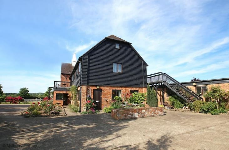 Hop Pocket, sleeps 5  converted Oast House set in beautiful countryside. - Tudeley - House