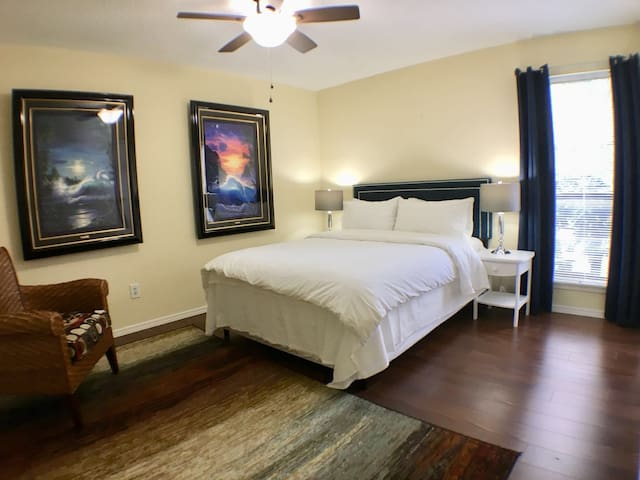 Super clean entire 2 Bedroom & best location