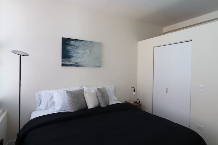 Unique 2BD/2BATH IN THE HEART OF THE LOOP