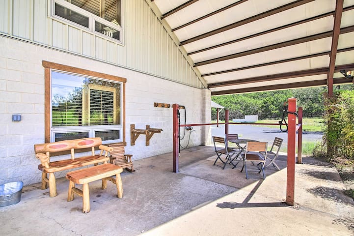 NEW! Kerrville Barn Loft Apt in Repurposed Stable!