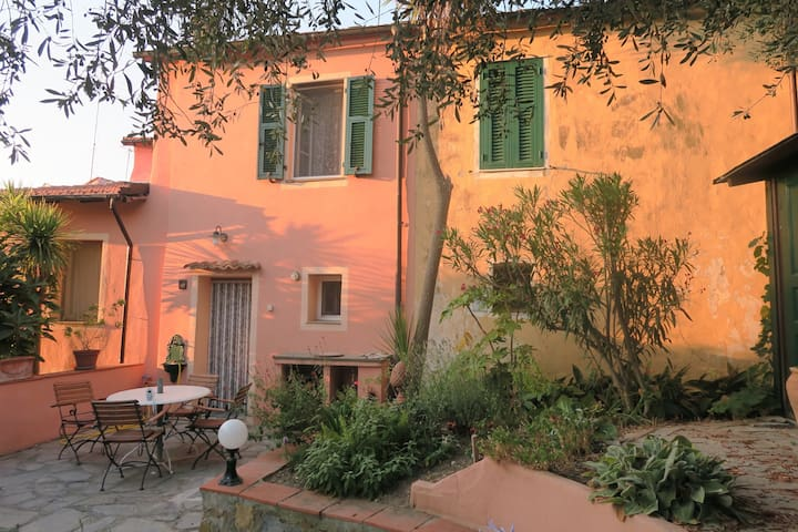 Mediterranean Art Casa in Pompeiana - Pompeiana - Hus