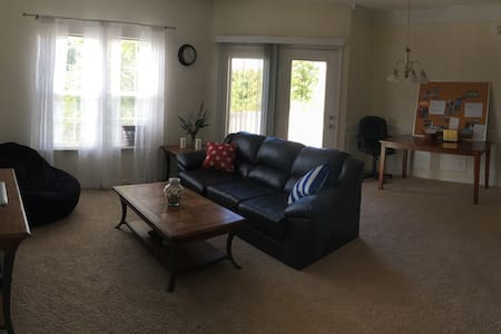 Conveniently located 1BD apartment - Apartment