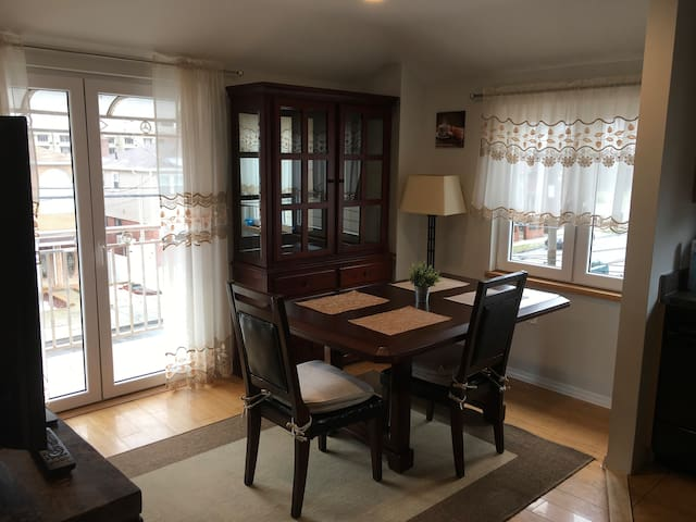 Apartment steps away from La Guardia Airport