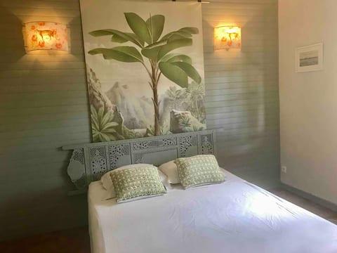 Chambre spacieuse près du lagon dans villa