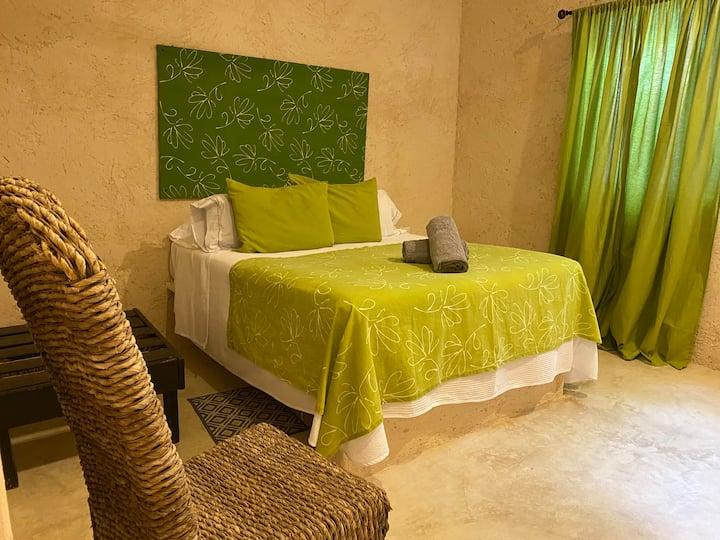 El Verde 🌴near Beach! Large private apartment