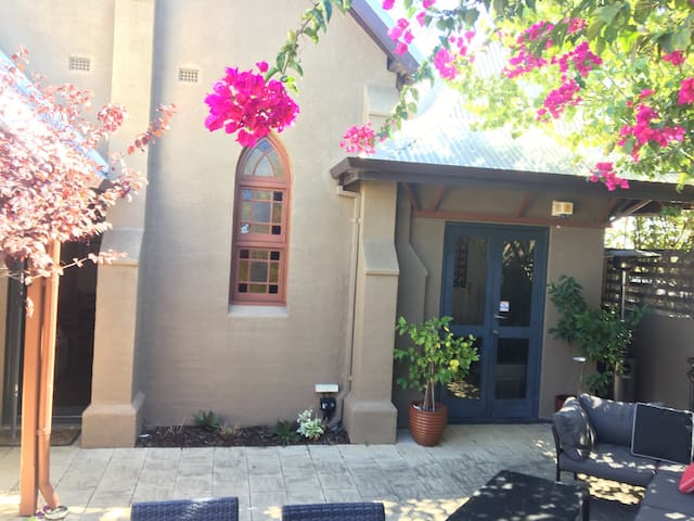 Queen room with private entrance - Mount Lawley - Townhouse