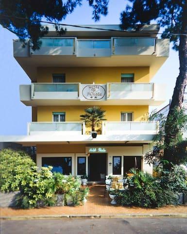 Hotel La Pineta vicino al mare ed al centro