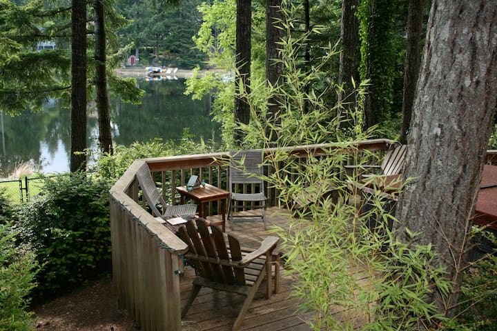 Cozy, Romantic lakefront Log Cabin! - Gig Harbor - Houten huisje