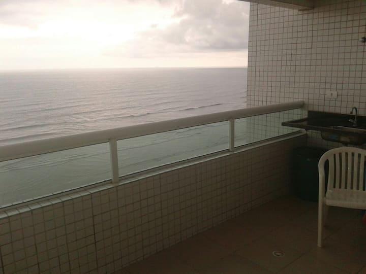 Frente ao mar com churrasqueira!