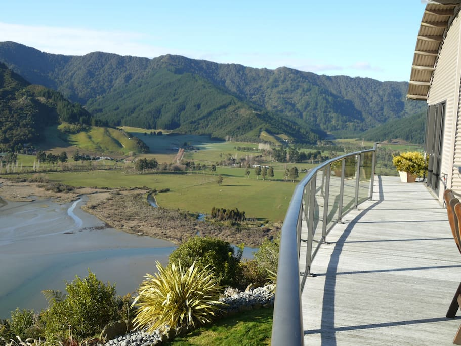 Overlooking the Queen Charlotte Sound and Linkwater