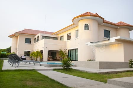 Huge Luxury  Villa with 6 bedroom  in Pattaya - Pattaya