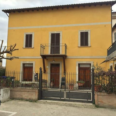 Casa silenziosa, molto confortevole - Spoleto - House