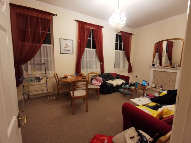 Very close to the Royal Crescent, warm single room