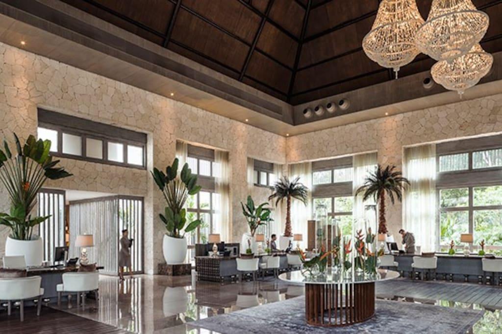 Grand Luxxe Lobby