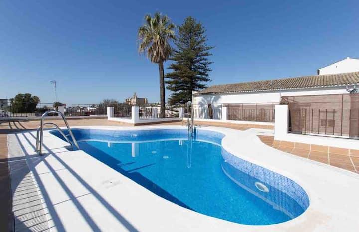 Villa RUYJE II, centro, garaje, piscina y wifi,A/C