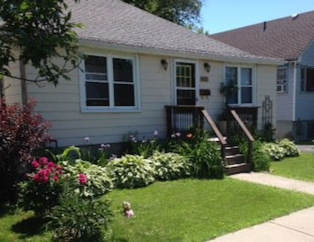 Renovated 2 bdrm suite with 2 double beds, parking - Kingston - Pis