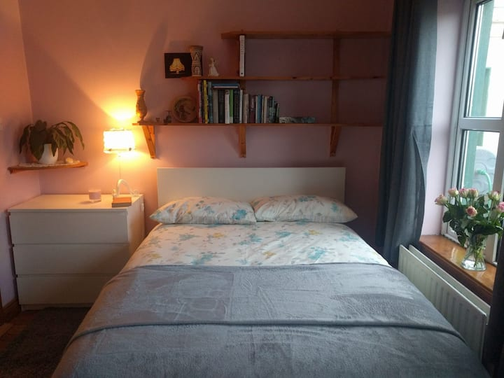 Charming room with en suite and private entrance