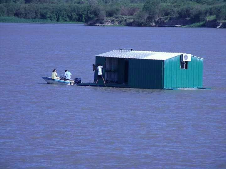 """Cabaña flotante. """"El tuky """"excursiones de pesca"""