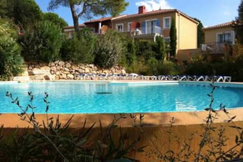 2 rooms in Dramont (FR), 5 min walk from the beach