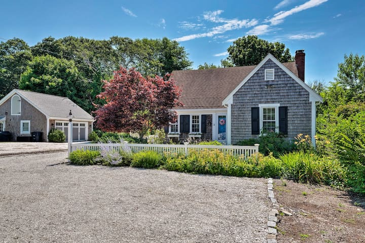 This home for 8 is just a short walk from the beach.