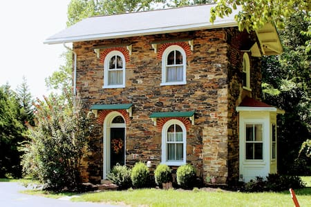 Bala Farm Cottage - 2 miles from West Chester