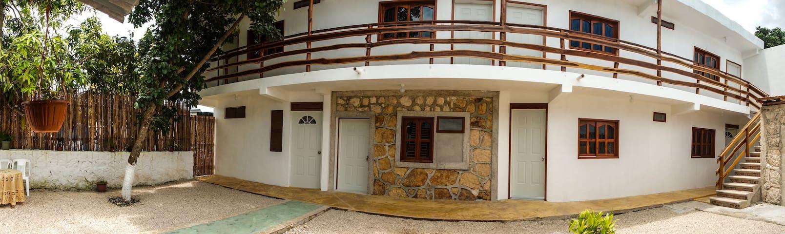"""Hotel """"El Manglar"""" (habitación triple)"""