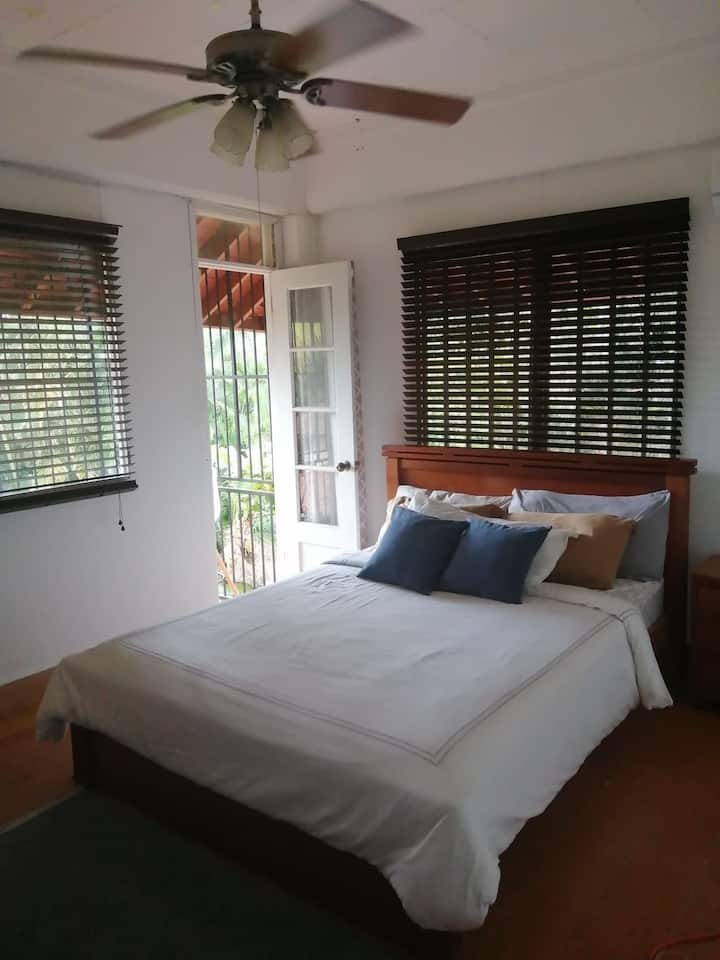 6%-13%off Private room/cozy tropical home. balcony