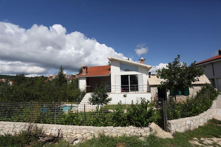 Villa Sara - Cista Provo - Willa