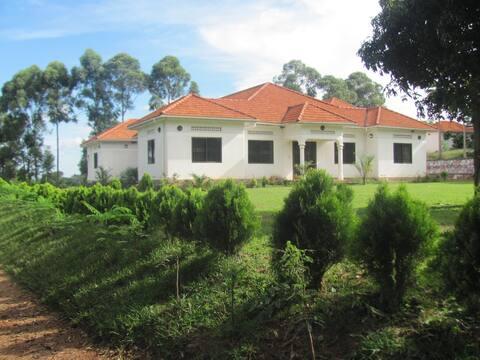 Mama Kevina Country Home in Kalisizo