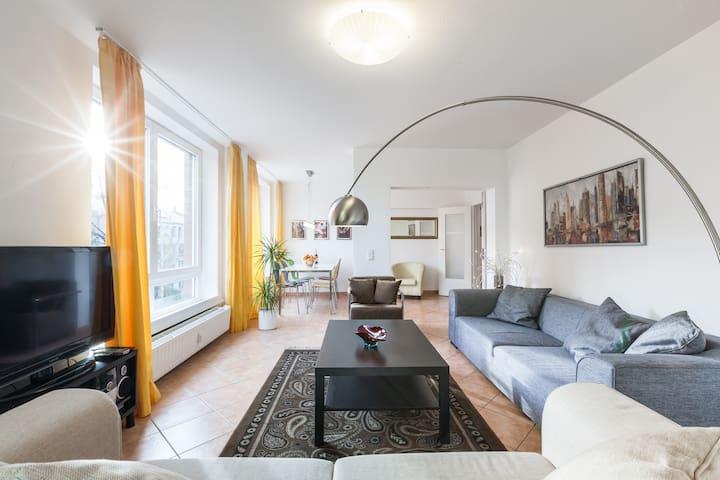 Geräumige Topwohnung mit viel Sonne - Berlin - Wohnung