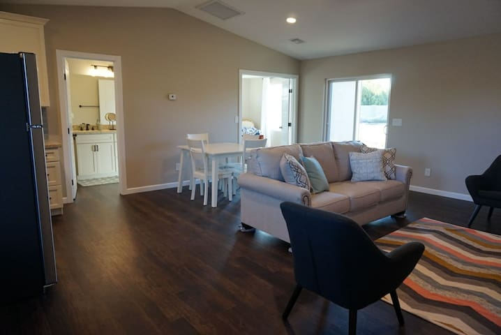 Spacious guest house in north Phoenix