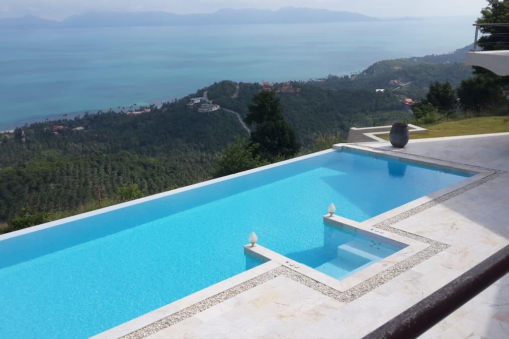 Villa de luxe 5 ch vue mer villas louer koh samui for Piscine avec jacuzzi a debordement