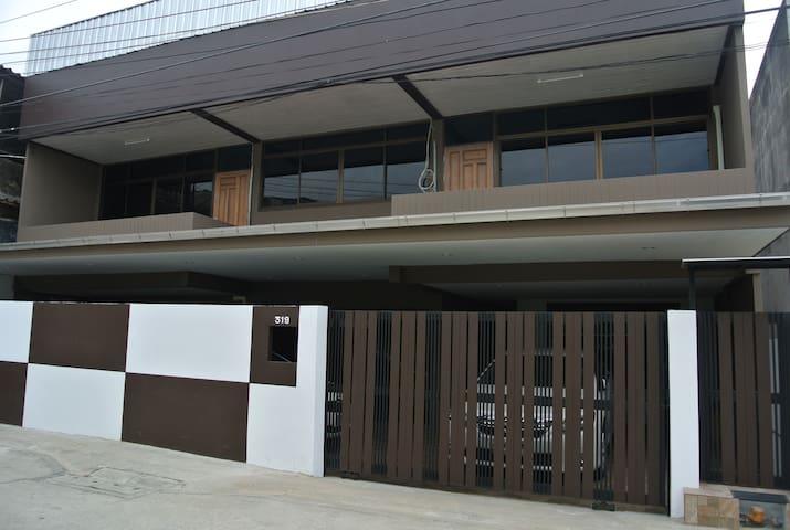 Sukhumvit 500meters fromBTS UdomSuk - ฺPrakanong - House