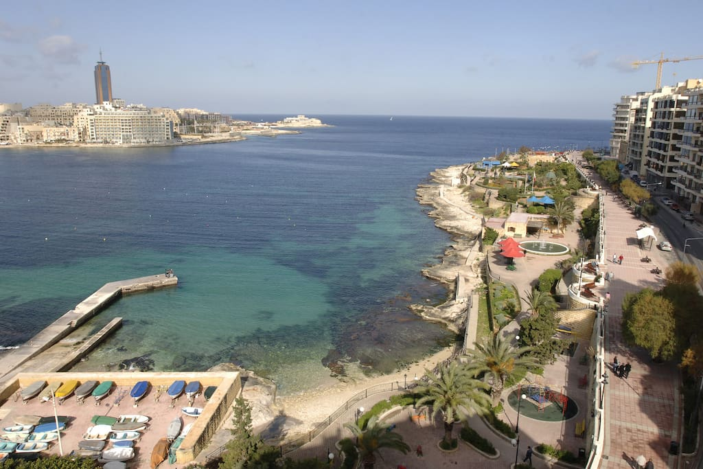 Sliema Promenade - just a few metres away from the apartment