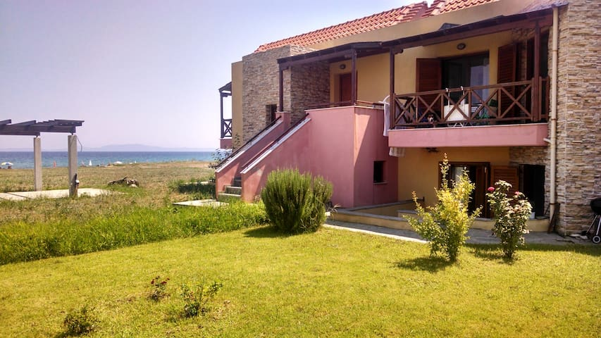 Maisonette  50m from coastline - Ierissos - Huis