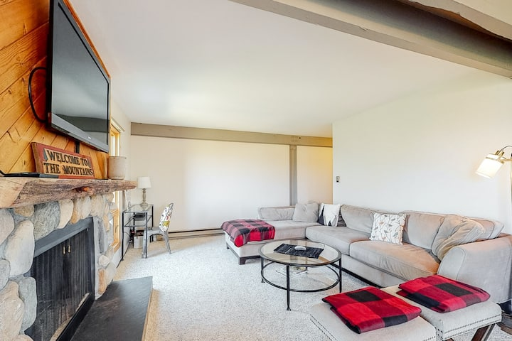 Amazing views from this condo w/ shared hot tub & skier shuttle