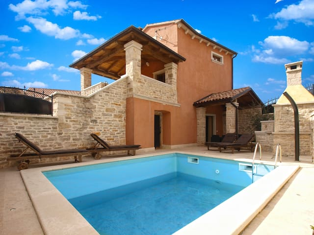 """""""2014"""" Villa for 5 people with pool"""