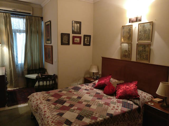 Cute room in upscale Vasant Vihar