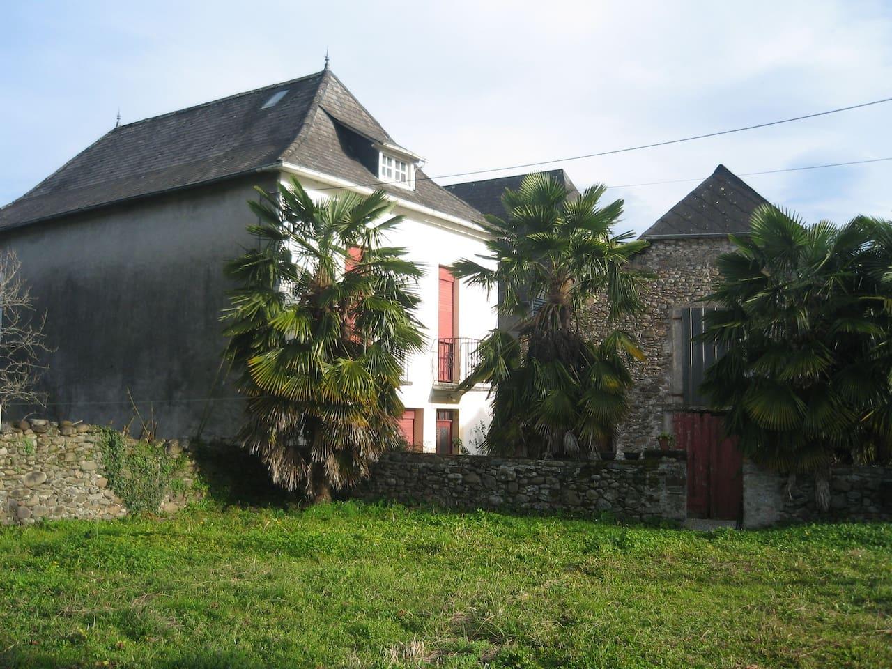 Maison + grange + jardin