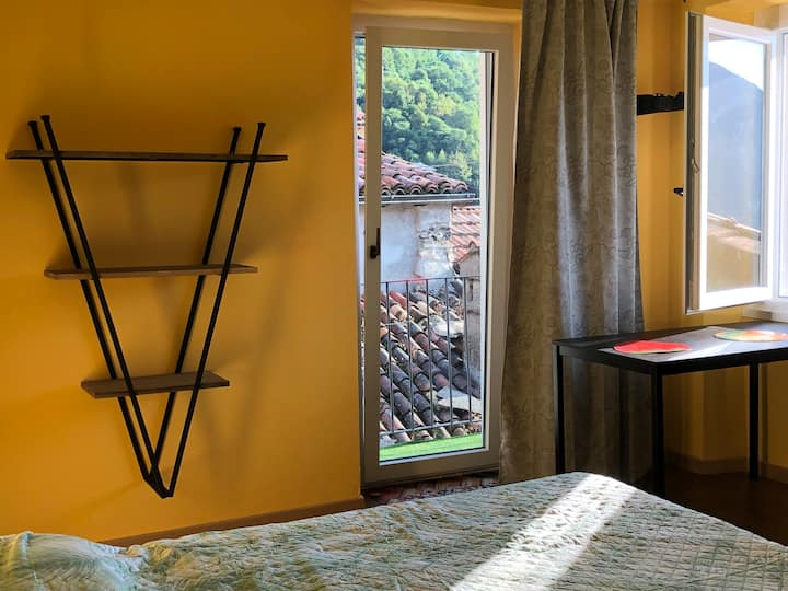 Golden suite with lovely view on lake Como