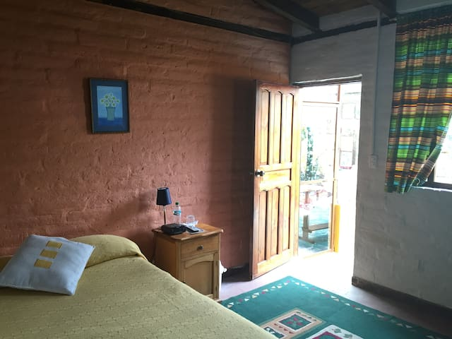Yellow Guest House (Room Alegría)