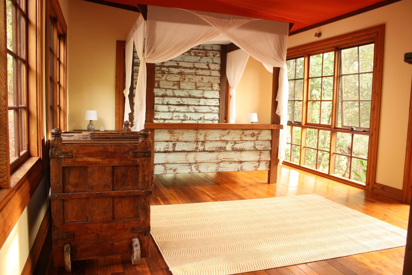 Magical king sized bedroom, with glorious full length windows!