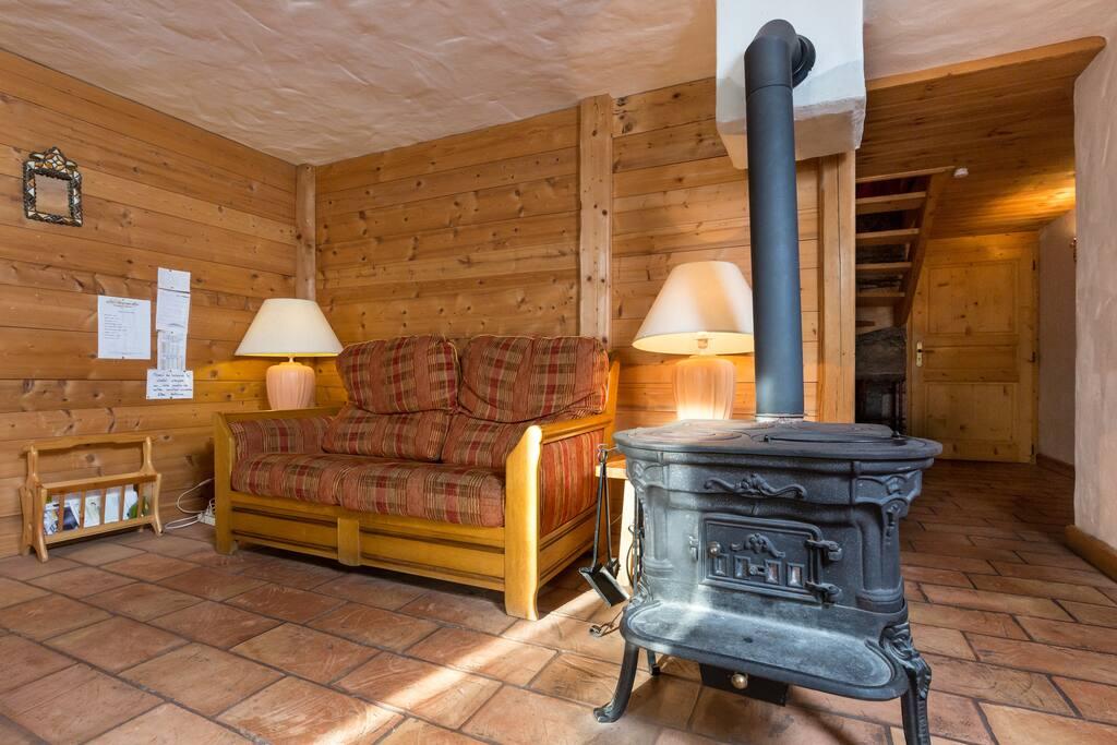 Salon niveau jardin + poêle à bois