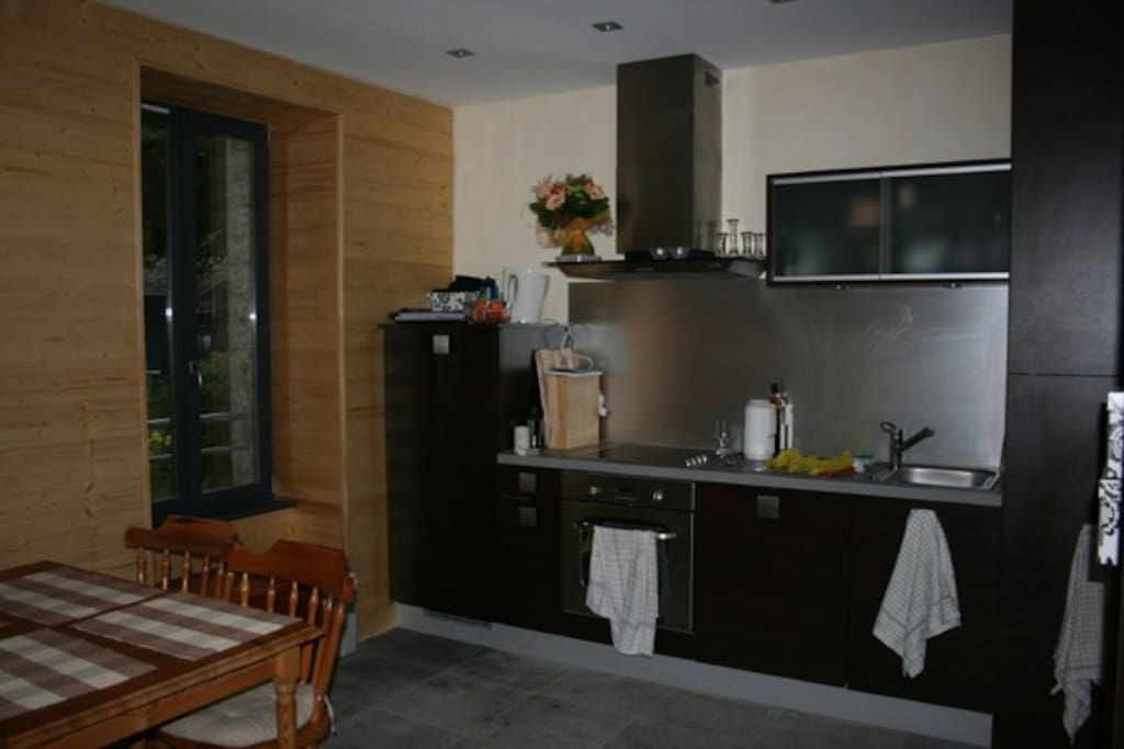 Modern dine-in kitchen with dish washer and washing machine (installed after the picture was taken)