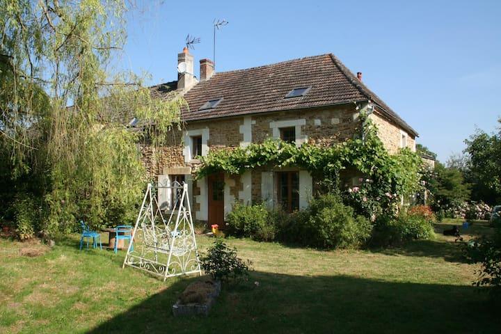 Chaleureuse maison proche Guédelon - Saints-en-Puisaye - Hus